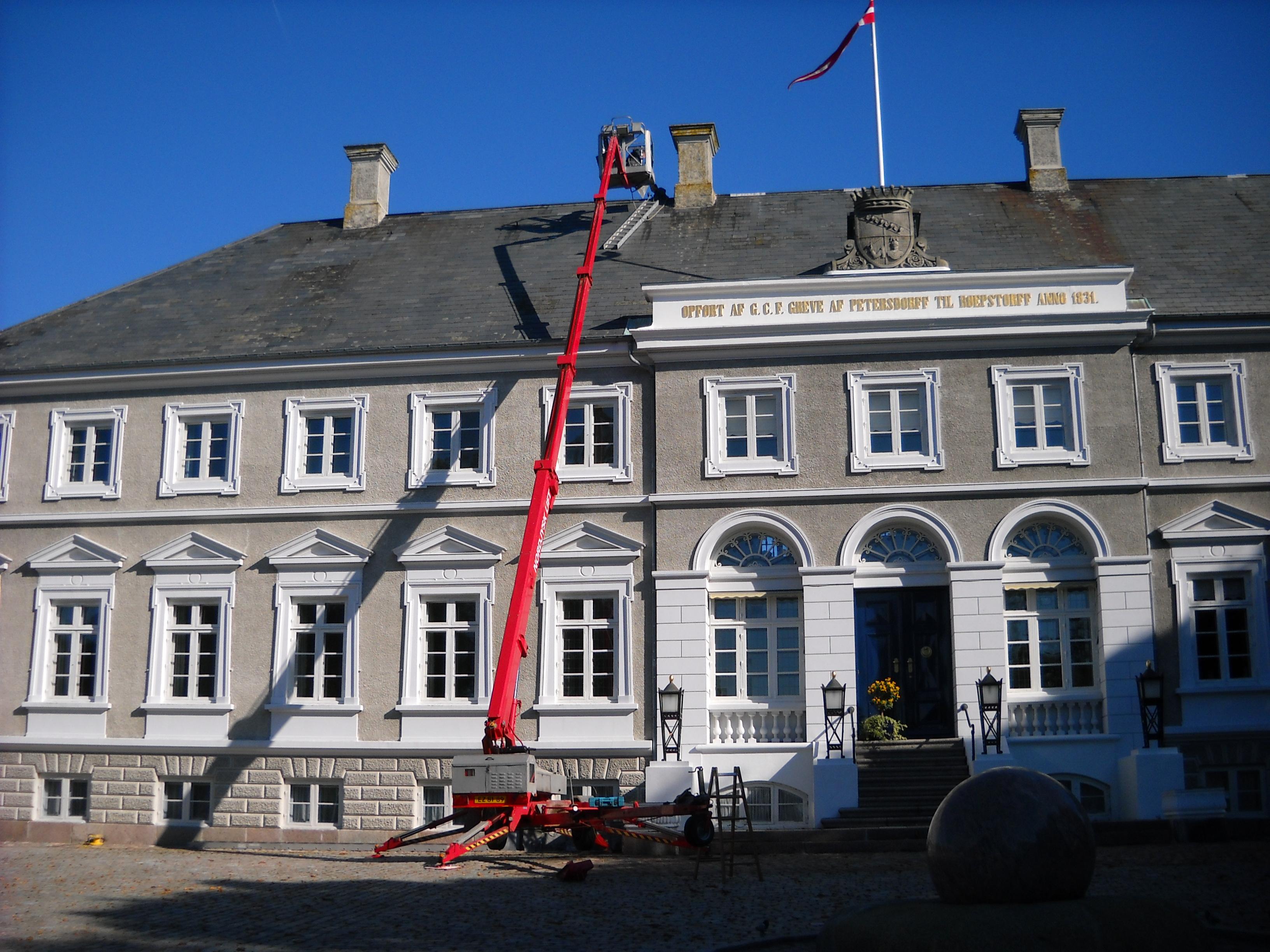 Renovering af naturskiftertag for Egebjerggård Gods.